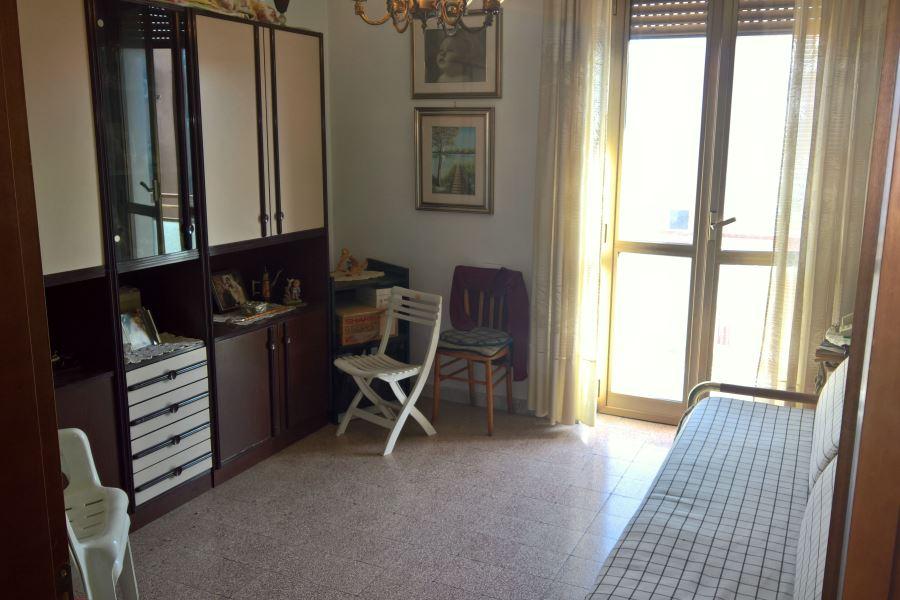 Zona candelaro via de lillo 4 vani in buono stato for Subito it appartamenti arredati bari