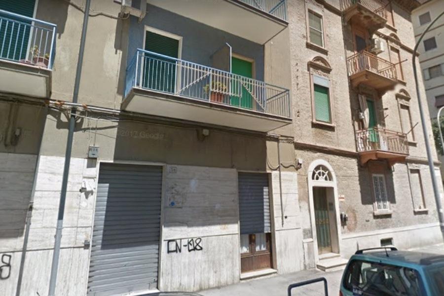 Zona corso roma via taranto locale commerciale in for Subito it appartamenti arredati bari