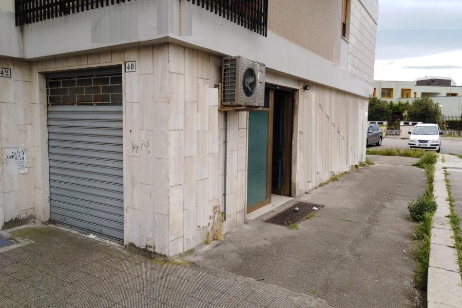 Via fiorello la guardia locale commerciale 60 mq in for Subito it appartamenti arredati bari